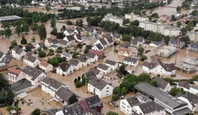 famm - Família brasileira passou a noite em telhado em meio a chuvas na Alemanha
