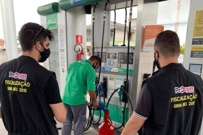 fiscalizacao do proconjp em postos de combustiveis   proconjp - Procon-JP participa de operação nacional e autua 11 postos de combustíveis