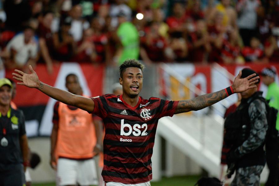 flamengo bruno henrique - Com 3 gols de Bruno Henrique, Flamengo goleia São Paulo por 5 a 1 e encerra jejum de quatro anos