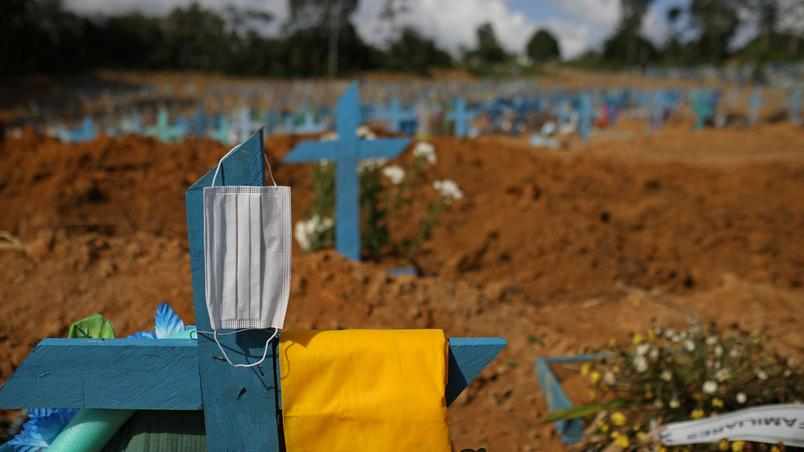 idosa que morreu de covid 19 e sepultada em cemiterio em manaus - Brasil ultrapassa marca de 530 mil mortes por covid-19