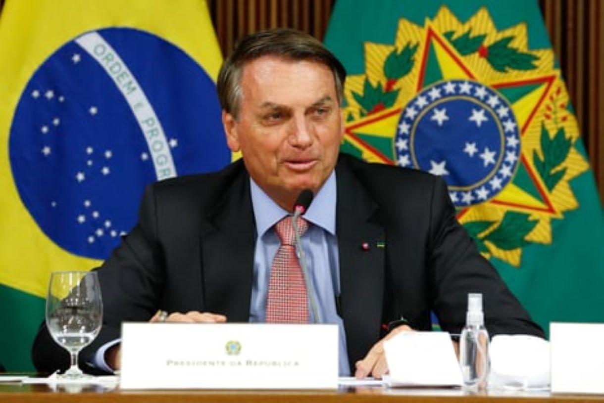 """jair bolsonaro 25.maio .2021  - Em nova fala homofóbica, Bolsonaro diz que ivermectina """"mata bichas"""""""