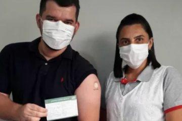 jove 360x240 - Jovem que tatuou 'Butantan, vacine aqui' recebe 1ª dose de imunizante