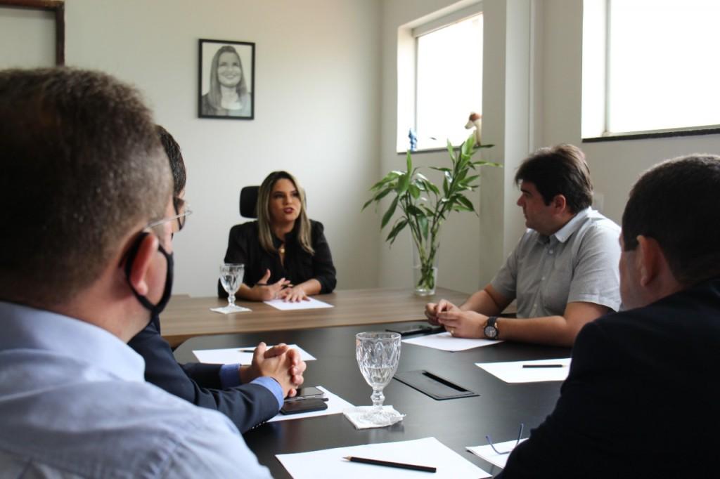 karla pimentel - Prefeita Karla Pimentel recebe superintendentes e inicia processo para implementaragência da Caixa Econômica em Conde