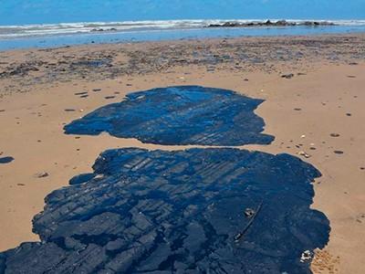 mancha de oleo - Quase dois anos depois do maior vazamento de óleo, novas manchas de óleo surgem no litoral