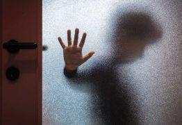 """Mãe confessa que matou vizinho que abusou do filho: """"Não me arrependo"""""""