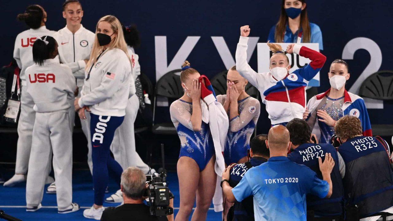 naom 61000d65e01a2 scaled - Time da Rússia ganha o ouro por equipes na ginástica após desistência de Biles