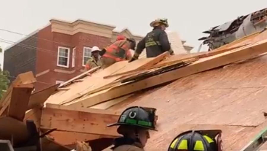 predio desaba eua - Prédio em construção desaba em Washington nos EUA, e deixa cinco pessoas feridas