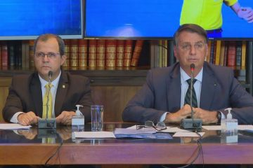 """presidente jair bolsonaro sem partido durante live semanal 29jul2021 360x240 - """"Bolsonaro parecia visivelmente descontrolado em trechos da sua live"""", opina jornalista"""