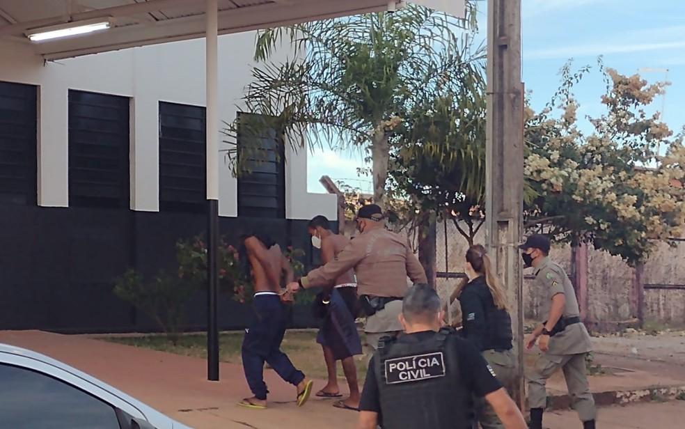presos aguas1 - MAIS DE 30 CRIMES: Polícia prende seis pessoas envolvidas com o caso Lázaro Barbosa em Goiás, diz secretário