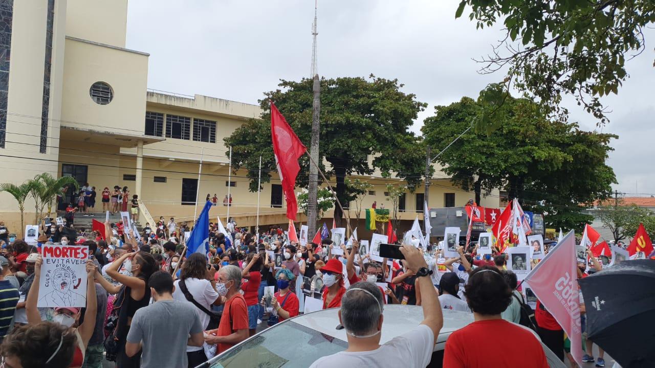 protesto - Manifestantes protestam contra Bolsonaro e pedem impeachment do presidente em João Pessoa - VEJA IMAGENS
