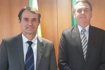 romero e bolsonaro1 e1613681858722 360x240 - Presidente Bolsonaro paquera Queiroga, mas diz que eleição na Paraíba em 2022 deve passar por Romero Rodrigues