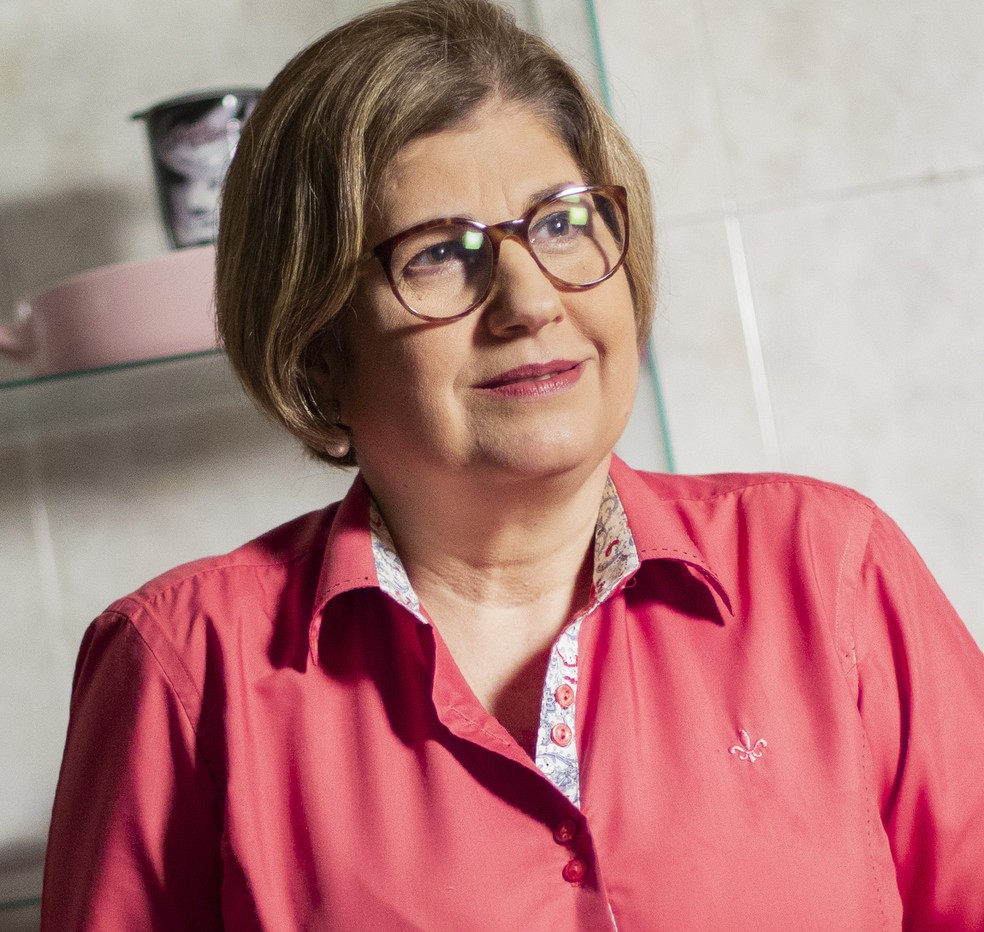"""rosinha garotinho - """"Fazer bolo é melhor que política"""", diz Rosinha Garotinho ao falar sobre nova profissão"""