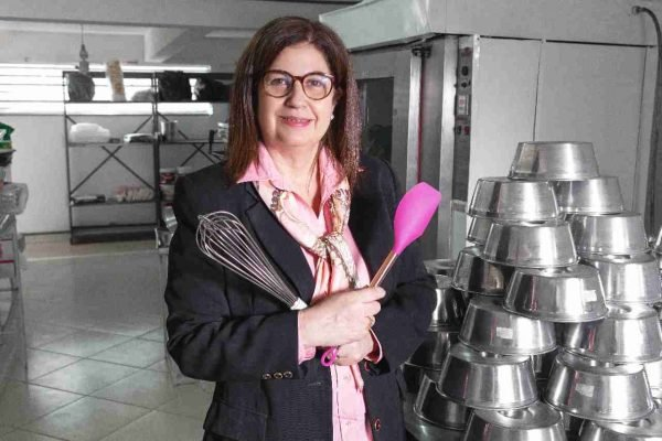 """rosinha - """"Fazer bolo é melhor que política"""", diz Rosinha Garotinho ao falar sobre nova profissão"""