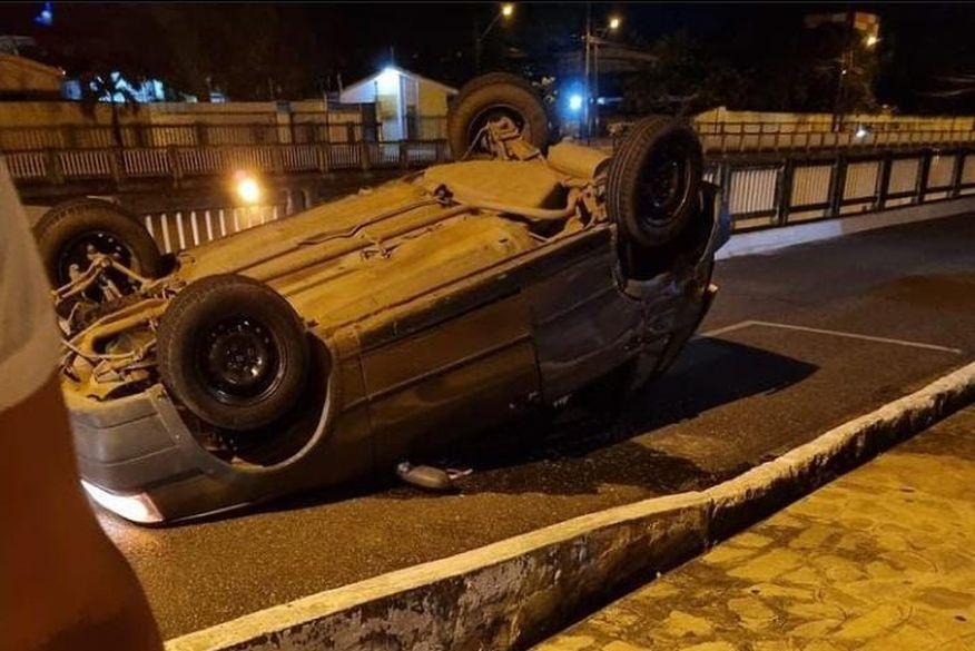 save 20210710 073251 - Motorista avança cruzamento, perde controle e capota veículo em viaduto em Tambauzinho