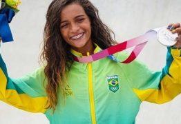 Rayssa Leal, a Fadinha, recebe homenagem do Rei Pelé