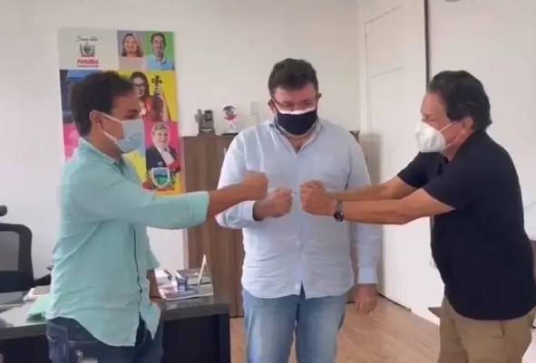 ti - Tião Gomes se reúne com prefeito Matheus Bezerra e o secretário Cláudio Furtado e define obra de reestruturação da Escola Normal, em Bananeiras
