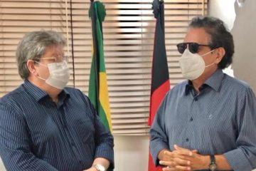 tiao e joao 360x240 - Mais uma conquista: Tião Gomes celebra ordem de serviço para implantação da PB-085 ligando Arara a Serraria