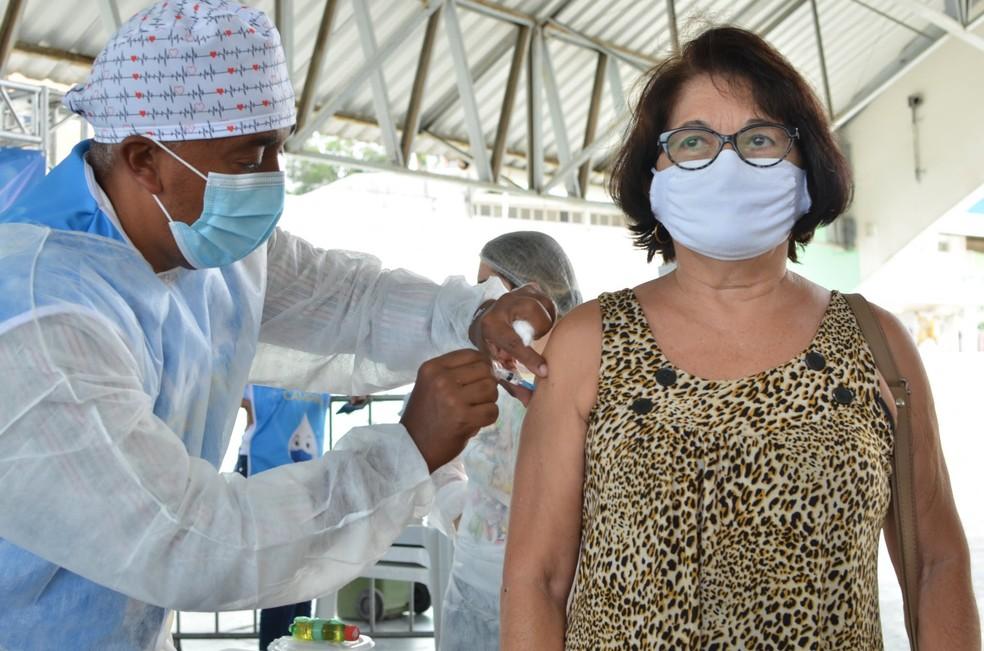 unnamed 4 - IMUNIZAÇÃO: Campina Grande aplica segunda dose da vacina contra Covid-19 nesta quarta-feira