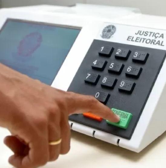 urna - Urna eletrônica: Militares integraram grupo que informatizou a votação