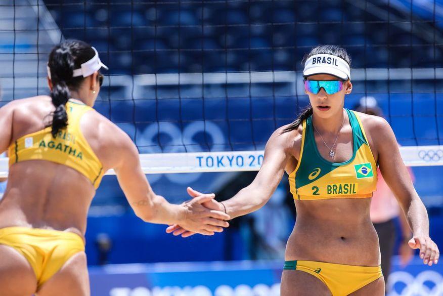 volei feminino - Dupla brasileira vence Canadá e avança para as oitavas no vôlei de praia feminino
