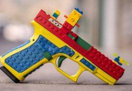 Pistola customizada para parecer brinquedo de Lego causa controvérsia: 'Armas são divertidas'
