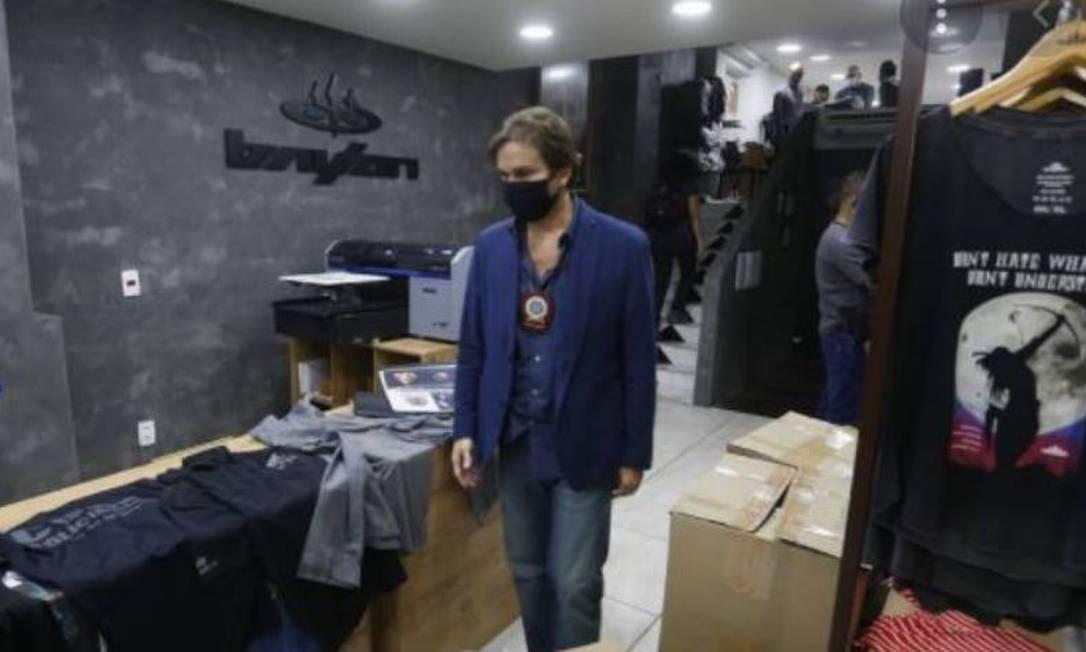 xcompracamisas2.JPG.pagespeed.ic .qBnsDfJcbW - Delegado preso se passou por mulher para encomendar roupas que ele mesmo apreendeu em operação forjada