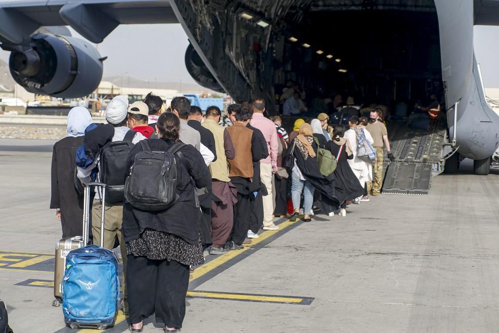 000 9ld8pu - AFEGANISTÃO: Airbnb oferece acomodação gratuita a 20 mil refugiados afegãos