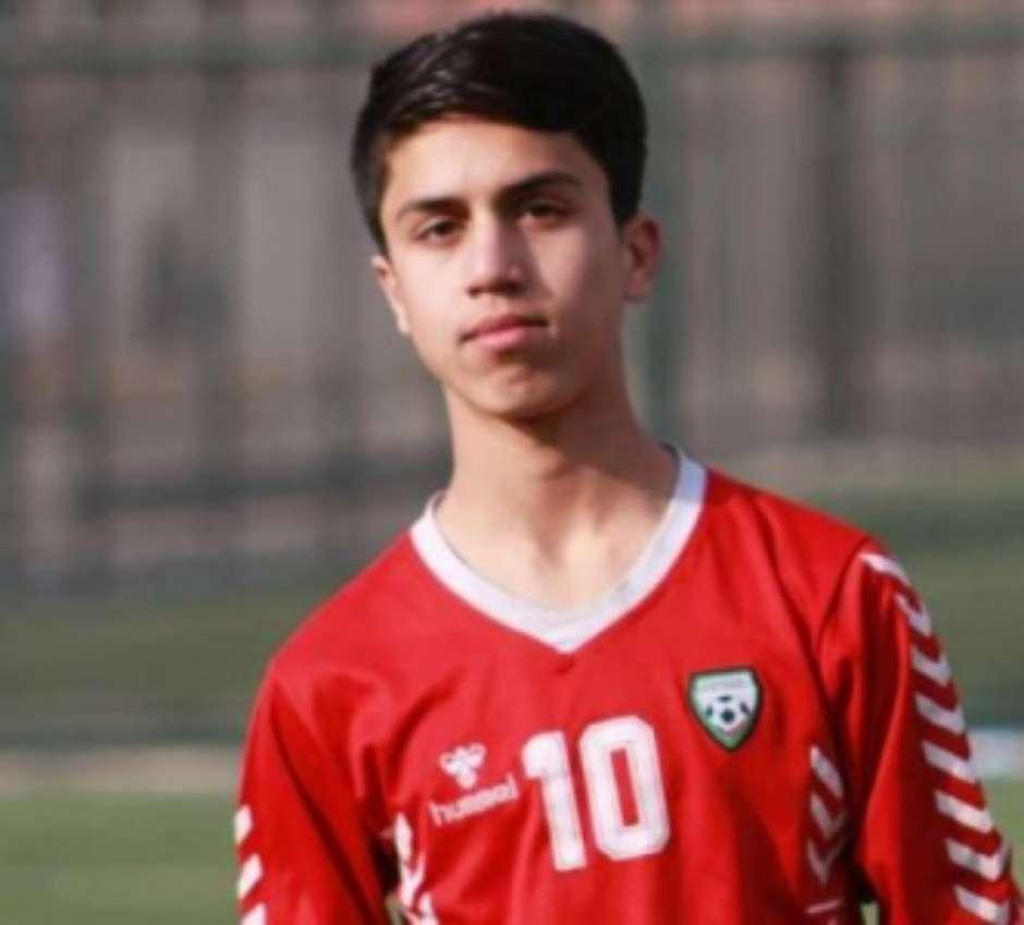 1895028964 611e586d3f4a7 - TRAGÉDIA! Ex-jogador da seleção do Afeganistão morre após cair de avião; jovem de 19 anos tentava fugir do país