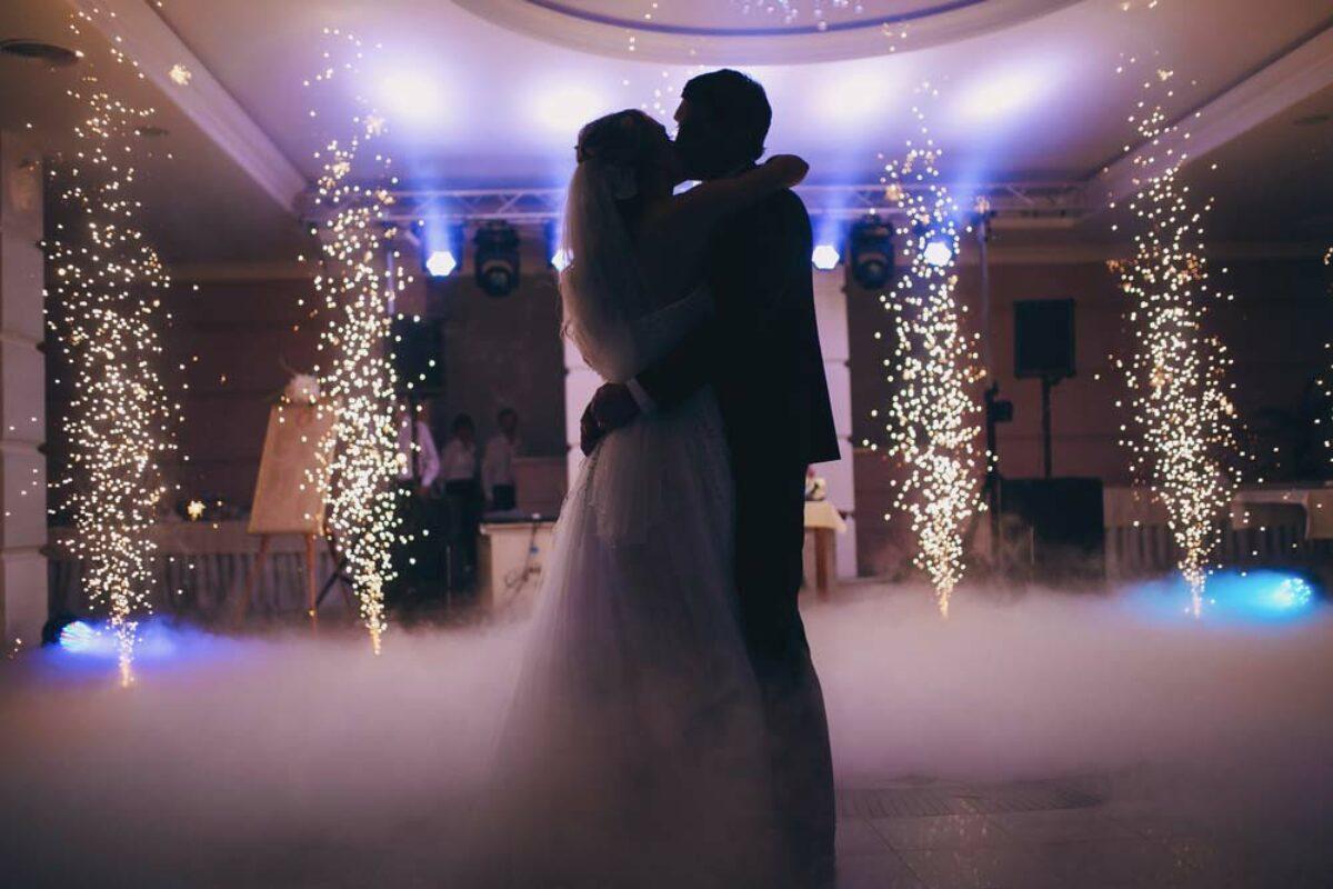 20200623quanto custa um casamento festa 1200x800 1 - 100 PARTICIPANTES: Noivos mandam fatura de R$1.250 à convidados que 'faltaram' casamento