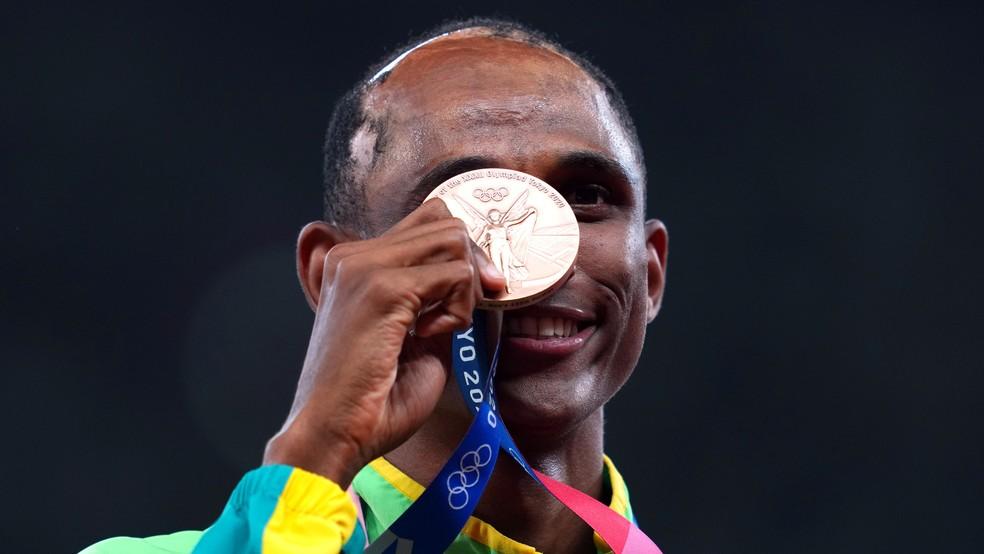 2021 08 03t110218z 498972674 rc2nxo9rdka8 rtrmadp 3 olympics 2020 ath m 400m medal - Alison dos Santos conquista bronze nos 400m com barreiras nas Olimpíadas de Tóquio
