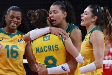 De virada, seleção feminina de vôlei vence russas e pega Coreia do Sul na semi
