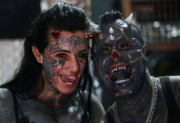 ASSUSTADOR! Tatuador brasileiro modifica corpo para parecer com o diabo