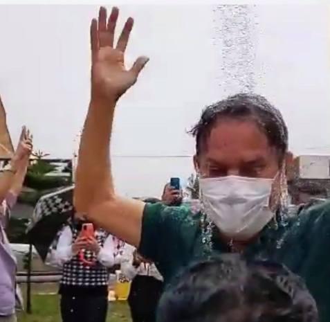 """238050928 1060249668111791 3292056813968260509 n - Tião Gomes comemora chegada de água nas torneiras do Distrito de Mata Limpa, em Areia e """"toma banho"""" em chuveiro - VEJA VÍDEO"""
