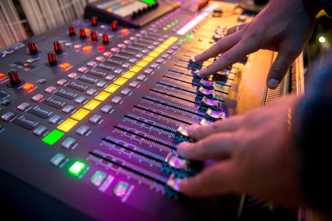 294576 mesa de som para estudio de radio conheca as melhores - 105 FM DE SANTA RITA: Radiodifusão controlada por políticos e seu impacto na democracia