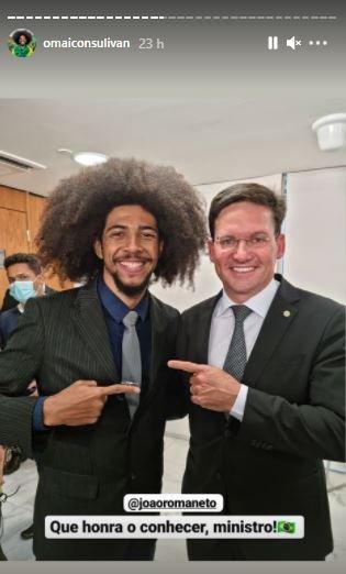 """3 98 - Conheça o influenciador que intitula-se como """"Black Power do Bolsonaro"""" - VEJA VÍDEO"""