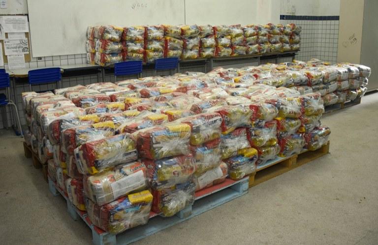 3db4181d 372f 4440 ac97 16ba0b7f3699 - Governo inicia entrega de 254 mil cestas básicas para estudantes da Rede Estadual de Ensino
