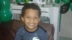 5i53iy3oywswpqi4pxwv55bol 1 300x169 - Menino de 4 anos morre em incêndio após ser deixado sozinho com vela acesa