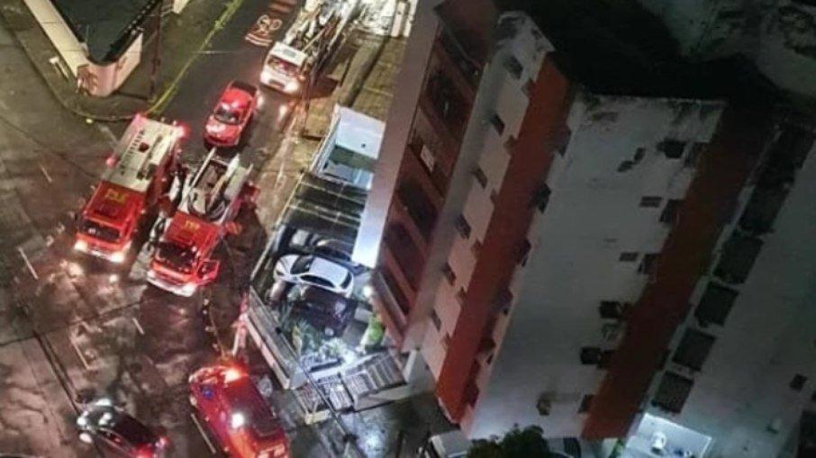 6ykd22teojrdbhxxphn0gux1s - ASSASSINADA A FACADAS: Homem mata namorada e põe fogo no apartamento dela no Recife