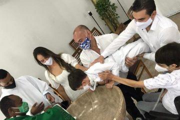 Menino viraliza após dizer que 'padre não sabe batizar'