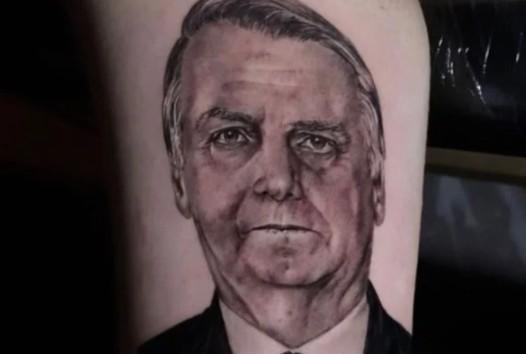 """Captura de tela 2021 08 30 121129 - Jair Renan tatua o rosto de Bolsonaro no braço: """"Grande homem"""" - VEJA VÍDEO"""