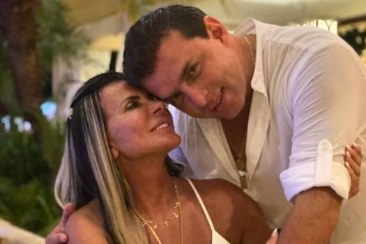 Captura de tela 2021 08 30 170332 - De calcinha, Gretchen surge em momento íntimo com o marido; confira