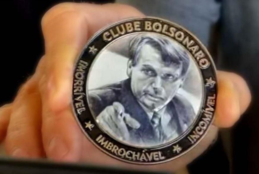 """Capturar 109 - PARTICIPE DO CLUBE! Bolsonaro apresenta medalha de """"imorrível, imbroxável e incomível"""""""