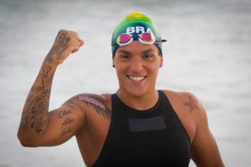 Ana Marcela dispara no fim e ganha a medalha de ouro na maratona aquática