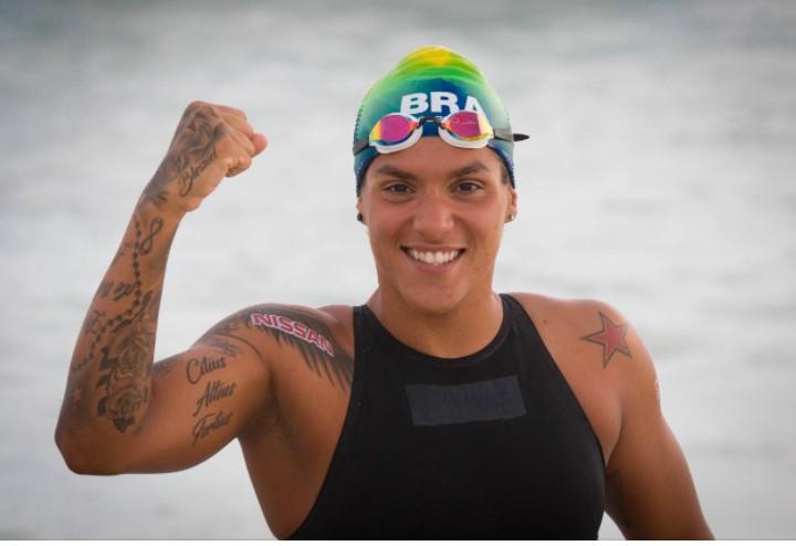 """Capturar 18 - """"Mulheres negras brilham em Tóquio"""": Ana Marcela dispara no fim e ganha a medalha de ouro na maratona aquática"""