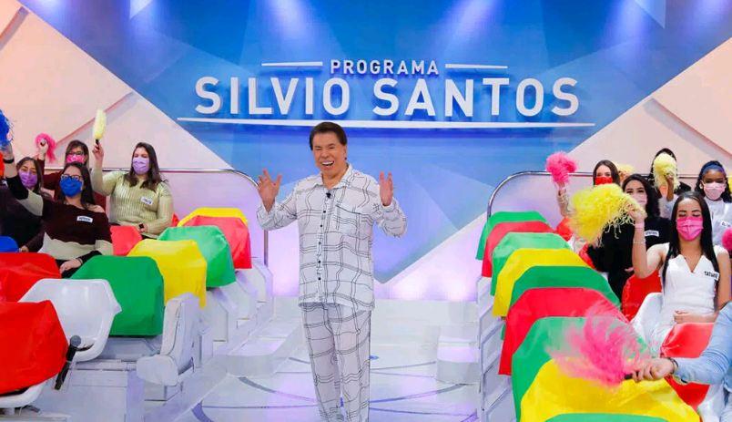 Capturar 22 - Silvio Santos grava programa de Dia dos Pais vestido de pijama