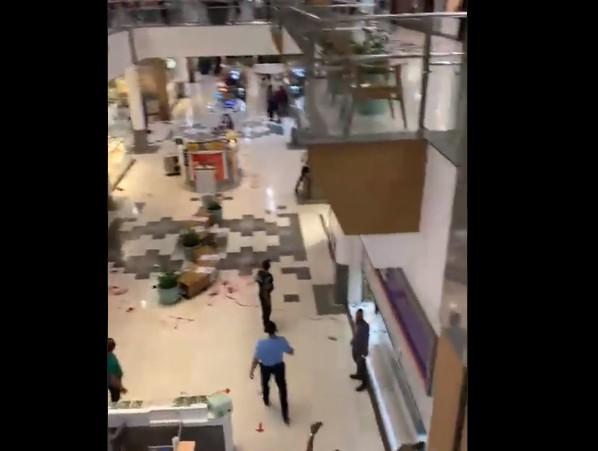 Capturar 98 - PÂNICO NO SHOPPING: troca de tiros entre assaltantes e seguranças de transportadora deixa dois feridos - VEJA VÍDEO