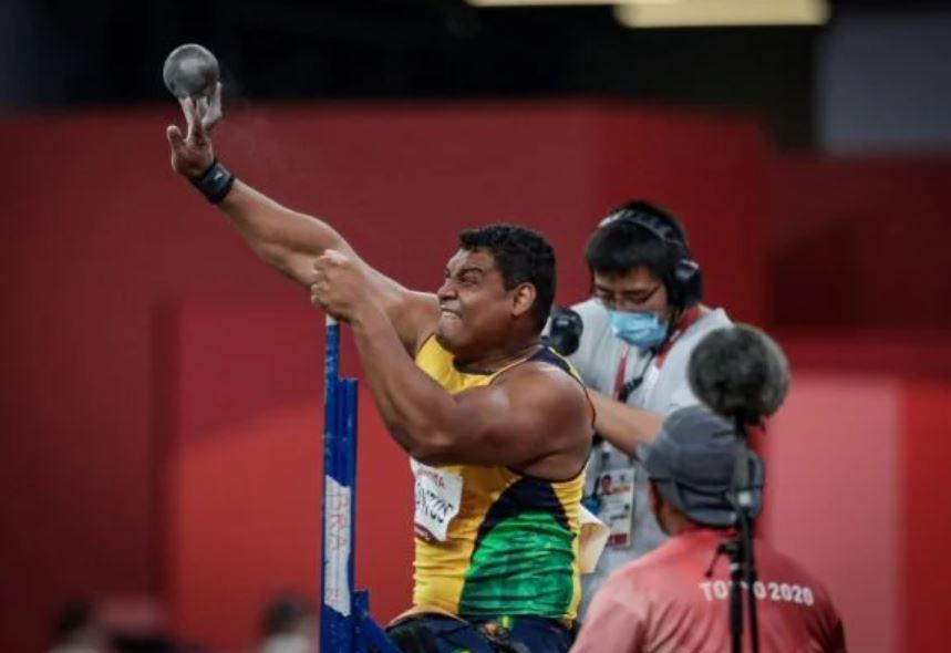 Capturar.JPGj  - Wallace Santos bate recorde mundial 3x e é ouro no arremesso de peso