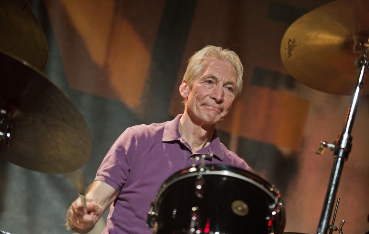 """Charlie Watts - Morre aos 80 anos Charlie Watts, baterista do Rolling Stones: """"Um dos maiores de sua geração"""""""
