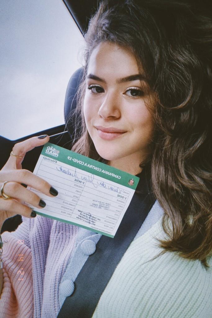 """E8xDDVBXsAMbzlc - """"NEGACIONISMO JAMAIS"""": Aos 19 anos, Maisa é vacinada contra a Covid-19 em SP"""