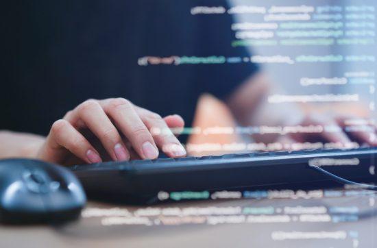 Escola oferece capacitações on-line e gratuitas na área de Tecnologia